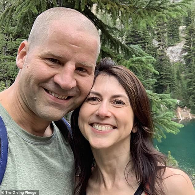 Sự lựa chọn khôn ngoan của bà MacKenzie Scott: Tái hôn với người đàn ông sở hữu những thứ mà chồng cũ tỷ phú Amazon không có - Ảnh 1.