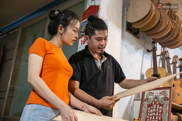 Chàng trai Sài Gòn 15 năm làm đàn guitar handmade: Có người nước ngoài mang bộ gỗ 70 triệu đến đặt mình làm - Ảnh 11.
