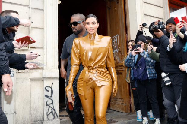 Bỏ lại quá khứ thị phi, Kim Kardashian nay đã trở thành tỷ phú thực thụ: Từ cô bạn thân mờ nhạt của Paris Hilton đến bà chủ đế chế mỹ phẩm, quần áo - Ảnh 5.