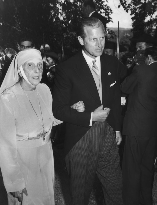 Tuổi thơ cơ cực của Hoàng tế Philip: Mẹ nằm viện tâm thần, chị gái bị tai nạn máy bay tử vong, từ hoàng tử lưu vong trở thành phu quân Nữ hoàng Anh - Ảnh 3.