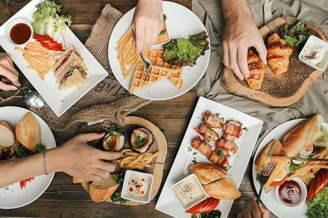 Vì sao nhiều nhà hàng thường tặng bánh mì miễn phí cho khách, biết đáp án sẽ khiến bạn ngã ngửa  - Ảnh 2.
