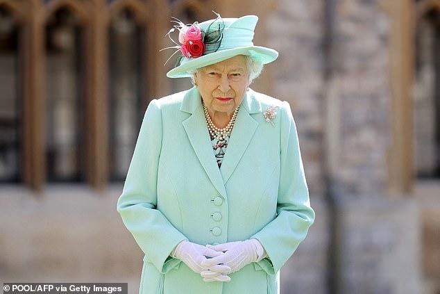 Nữ hoàng Anh sẽ trở lại làm việc sau khi để tang chồng, sự mạnh mẽ và kiên cường của bà khiến mọi người kinh ngạc và thán phục - Ảnh 1.