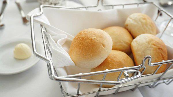 Vì sao nhiều nhà hàng thường tặng bánh mì miễn phí cho khách, biết đáp án sẽ khiến bạn ngã ngửa  - Ảnh 3.