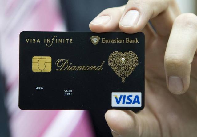 Điều triệu phú tự thân không bao giờ làm với tiền của mình: Dùng thẻ tín dụng cao cấp, hỗ trợ tài chính dù các con đã trưởng thành - Ảnh 1.