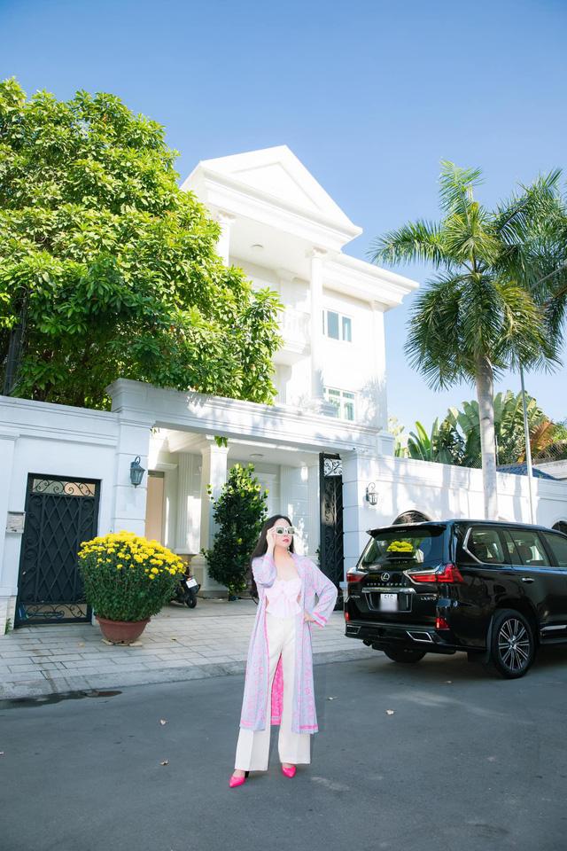 Nữ đại gia Phượng Chanel: Sáng lập kiêm Chủ tịch HĐQT 3 công ty giải trí lớn; trùm bất động sản kín tiếng; thân thế khủng khiến hàng loạt sao Việt phải kiêng nể - Ảnh 6.