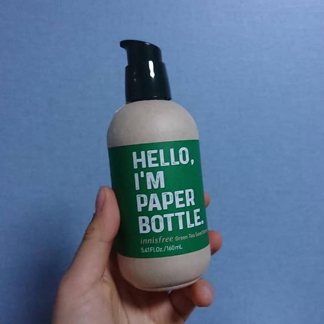 Ghi nhãn 'Tôi là chai giấy' nhưng bên trong là nhựa, hãng mỹ phẩm Innisfree bị người dùng tố 'giả dối, phản bội - Ảnh 1.