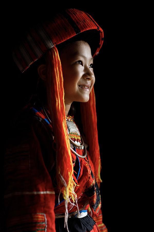 Nhiếp ảnh gia người Pháp gây sốt với 10 năm theo đuổi hành trình bảo tồn nét văn hóa 54 dân tộc Việt Nam qua ảnh - Ảnh 2.