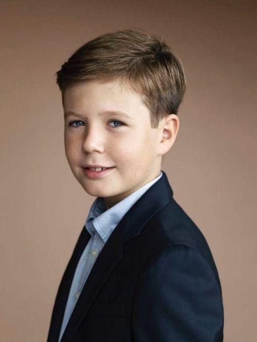 Thái tử Đan Mạch điển trai ngời ngời như nam thần, mới 15 tuổi đã sẵn sàng trở thành nhân vật hoàng gia được săn đón nhất - Ảnh 2.