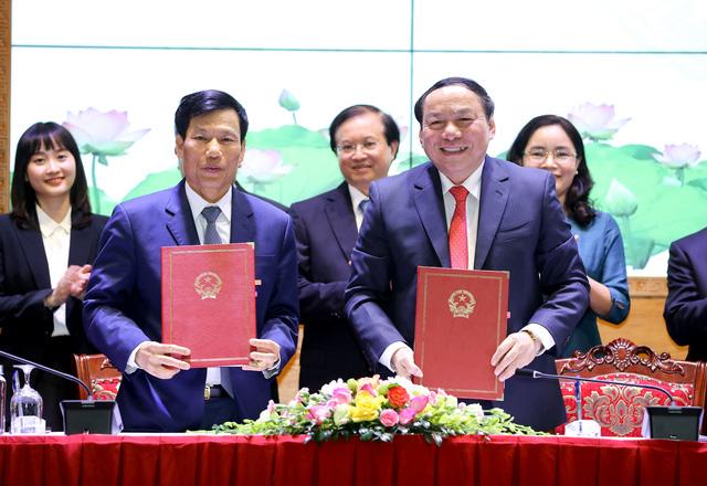 Bàn giao nhiệm vụ Bộ trưởng Bộ Văn hóa, Thể thao và Du lịch - Ảnh 2.