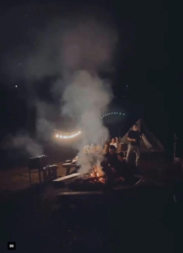 Một năm bùng nổ của Camping - cắm trại, dù không ở resort sang chảnh, không chăn ấm nệm êm nhưng các gia đình đến hội ngôi sao đều check in ầm ầm với hàng loạt chỗ quá lạ! - Ảnh 16.