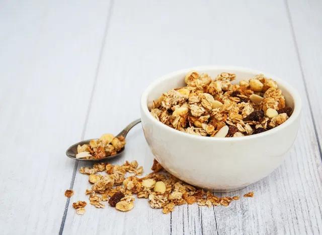 10 thói quen ăn sáng có thể phá hỏng ngày mới - Ảnh 8.