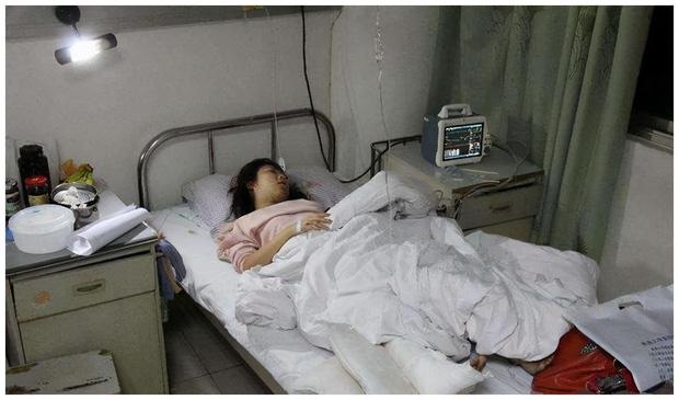 Cô gái 27 tuổi đã bị bệnh của người già Parkinson: Tay chân run rẩy cả ngày lẫn đêm, không đi lại được suốt gần 10 năm - Ảnh 1.