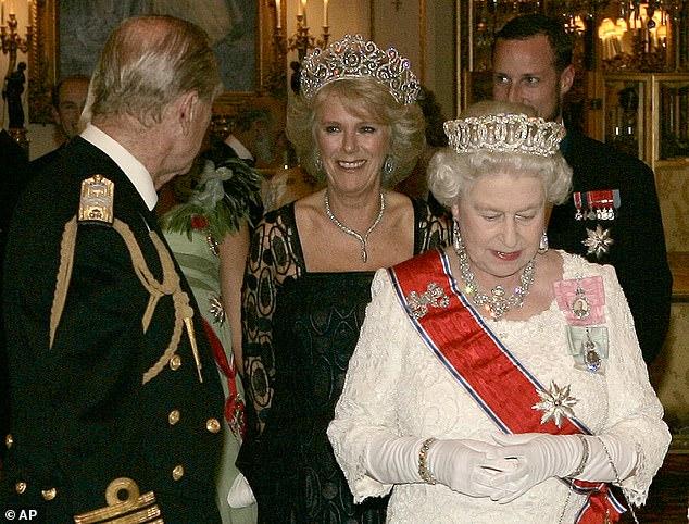 Quan hệ tốt đẹp của Hoàng tế Philip và các nàng dâu: Công nương Diana nhận sự đối đãi đặc biệt nhưng vẫn chưa phải là người được yêu quý nhất - Ảnh 10.