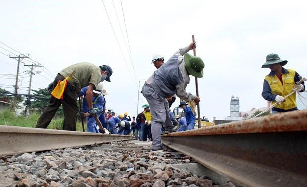 Bộ GTVT nói gì về việc không giao vốn bảo trì cho ngành đường sắt? - Ảnh 1.