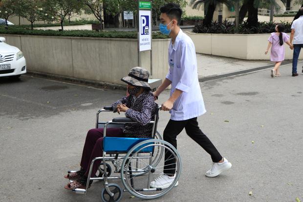 Bệnh nhân đến BV Bạch Mai 1 năm trở lại đây: Bệnh nhân nghèo như tôi cũng được quan tâm đúng nghĩa - Ảnh 3.