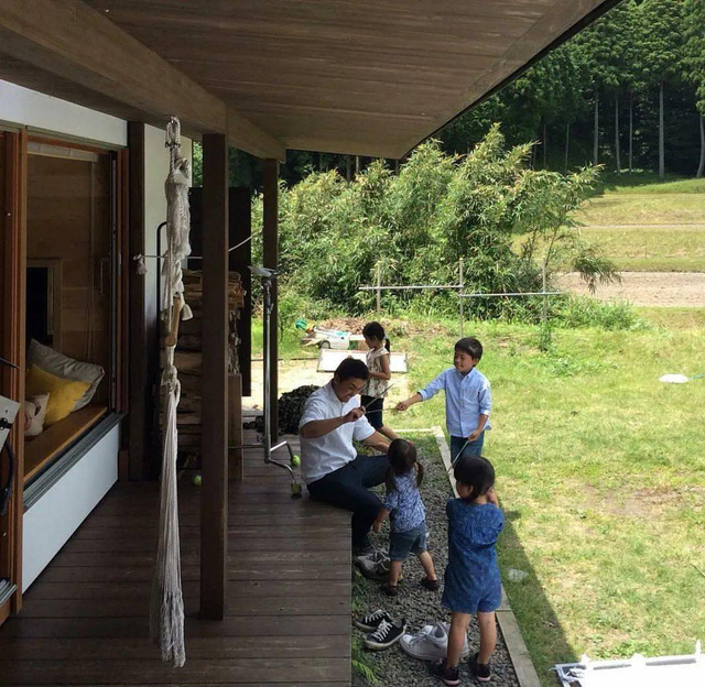 Từ thành phố chuyển về nông thôn ở nhà gỗ, gia đình Nhật Bản biến cuộc sống bình thường trở thành thiên đường! - Ảnh 23.