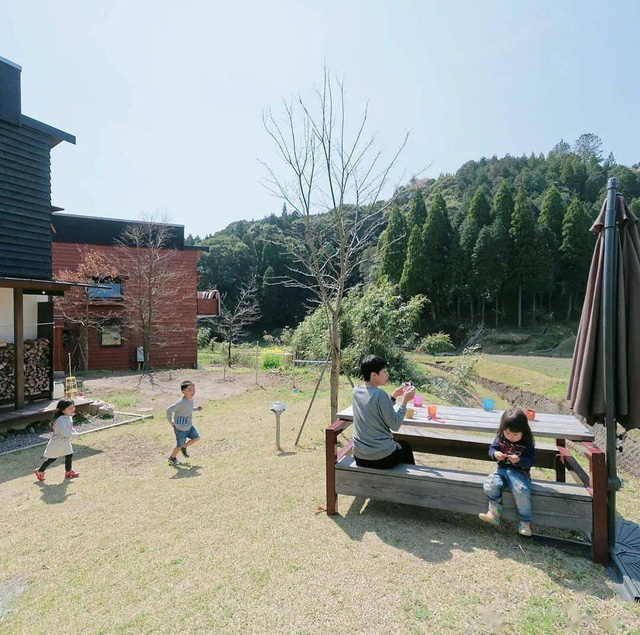 Từ thành phố chuyển về nông thôn ở nhà gỗ, gia đình Nhật Bản biến cuộc sống bình thường trở thành thiên đường! - Ảnh 29.