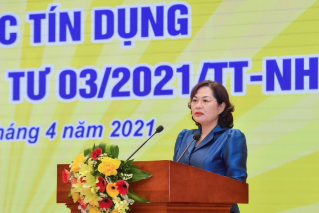 Thủ tướng Phạm Minh Chính làm việc với NHNN: Cần khơi thông cơ chế giải quyết vướng mắc của ngành ngân hàng - Ảnh 1.
