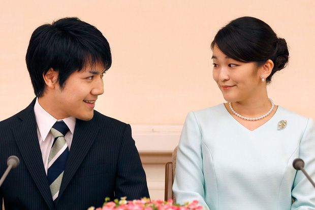 """Hôn phu của Công chúa Nhật Bản bị dân chúng ví như """"Meghan Markle nước Nhật"""", vì sao """"chàng trai vàng"""" một thời lại bị phản đối đến vậy? - Ảnh 1."""