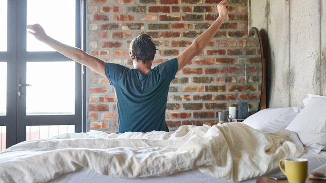 Bất ngờ với 7 thói quen xấu buổi sáng có thể phá hủy năng suất cả ngày của bạn - Ảnh 2.