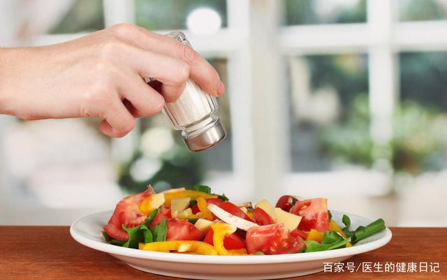 Khi mỡ máu tăng cao, cơ thể sẽ phát ra 5 tín hiệu, nên hạn chế ăn 3 thực phẩm để tránh bệnh tăng nặng - Ảnh 2.