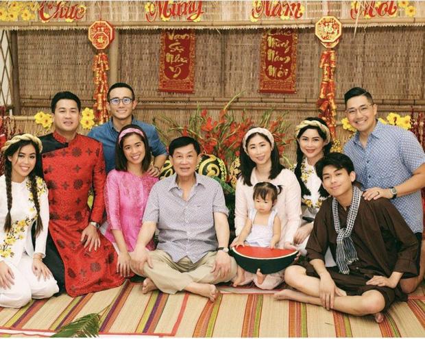 Jonathan Hạnh Nguyễn: Ông bố tỷ phú bên ngoài nhiều tiền, bên trong có trái tim ấm áp khiến ai cũng tan chảy - Ảnh 6.