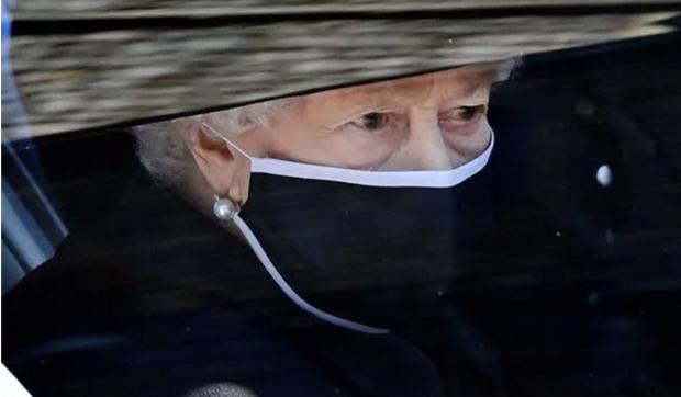 Động thái hiếm có của Nữ hoàng Anh khi truyền thông liên tục bàn tán về nghi vấn thoái vị, an dưỡng sau sự ra đi của người chồng 73 năm - Ảnh 2.
