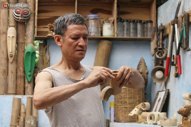 Về hưu sau thời gian làm thiết kế tại Đài truyền hình Việt Nam, người họa sĩ già hô biến tre thành món quà tặng trẻ thơ - Ảnh 1.