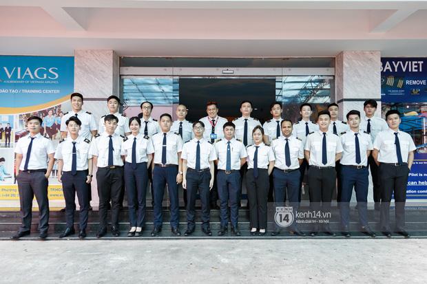 Khám phá trường dạy phi công học phí 1,8 tỷ: Toàn trai xinh gái đẹp, học và thi gấp 3 lần ngành khác nhưng lương bằng 14 lần nhân viên văn phòng - Ảnh 1.