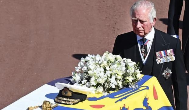 Động thái hiếm có của Nữ hoàng Anh khi truyền thông liên tục bàn tán về nghi vấn thoái vị, an dưỡng sau sự ra đi của người chồng 73 năm - Ảnh 3.