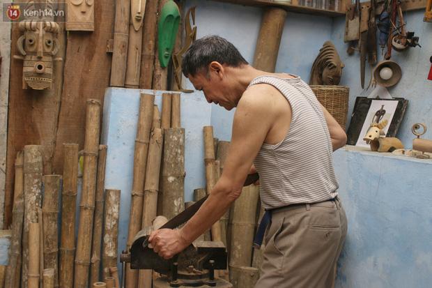 Về hưu sau thời gian làm thiết kế tại Đài truyền hình Việt Nam, người họa sĩ già hô biến tre thành món quà tặng trẻ thơ - Ảnh 5.
