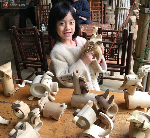 Về hưu sau thời gian làm thiết kế tại Đài truyền hình Việt Nam, người họa sĩ già hô biến tre thành món quà tặng trẻ thơ - Ảnh 10.