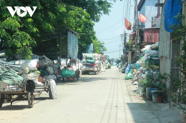 """""""Ngạt thở"""" vì ô nhiễm ở làng tái chế nhựa phế thải lớn nhất Hà Nội - Ảnh 1."""