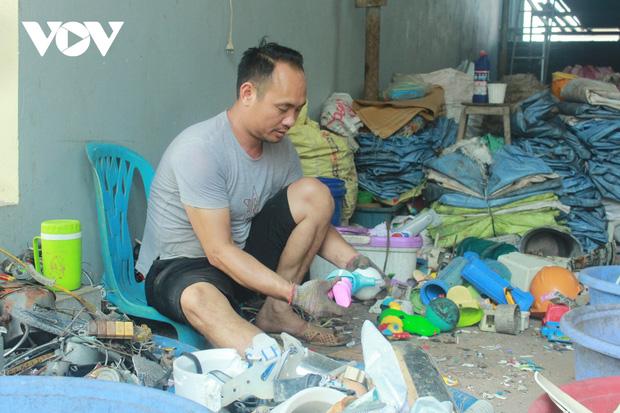 """""""Ngạt thở"""" vì ô nhiễm ở làng tái chế nhựa phế thải lớn nhất Hà Nội - Ảnh 2."""
