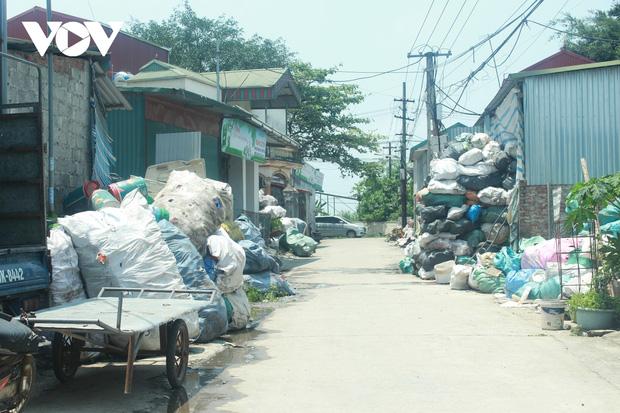 """""""Ngạt thở"""" vì ô nhiễm ở làng tái chế nhựa phế thải lớn nhất Hà Nội - Ảnh 11."""