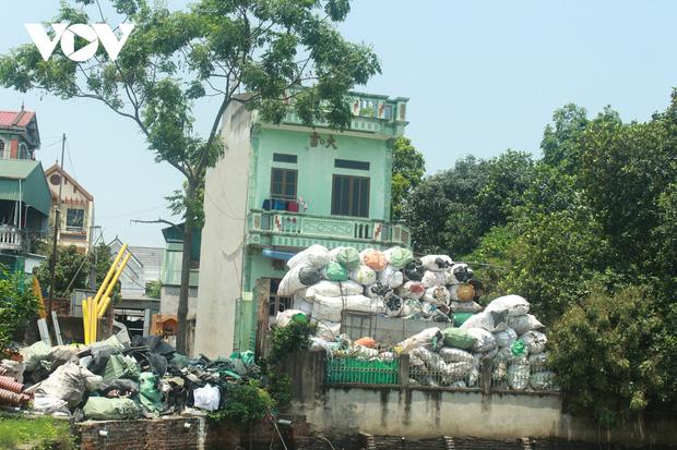 """""""Ngạt thở"""" vì ô nhiễm ở làng tái chế nhựa phế thải lớn nhất Hà Nội - Ảnh 12."""