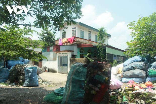 """""""Ngạt thở"""" vì ô nhiễm ở làng tái chế nhựa phế thải lớn nhất Hà Nội - Ảnh 16."""