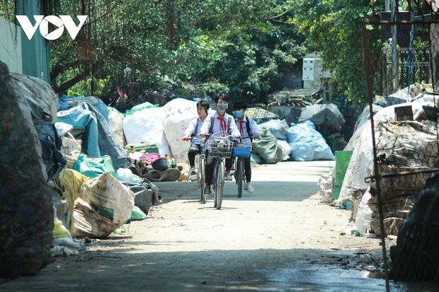 """""""Ngạt thở"""" vì ô nhiễm ở làng tái chế nhựa phế thải lớn nhất Hà Nội - Ảnh 17."""