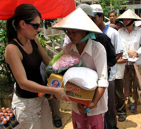 Cô gái gốc Việt chiếm lĩnh truyền hình trên đất Mỹ, ghi nhiều dấu ấn khiến ai cũng nể phục, nhất là niềm tự hào dân tộc dạt dào - Ảnh 18.