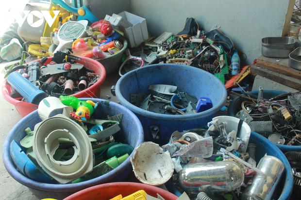 """""""Ngạt thở"""" vì ô nhiễm ở làng tái chế nhựa phế thải lớn nhất Hà Nội - Ảnh 3."""