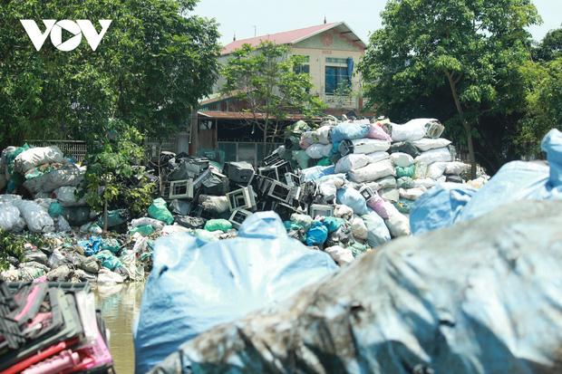 """""""Ngạt thở"""" vì ô nhiễm ở làng tái chế nhựa phế thải lớn nhất Hà Nội - Ảnh 6."""