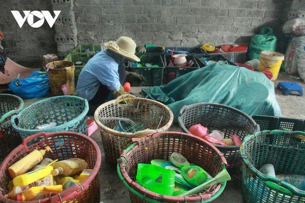 """""""Ngạt thở"""" vì ô nhiễm ở làng tái chế nhựa phế thải lớn nhất Hà Nội - Ảnh 7."""