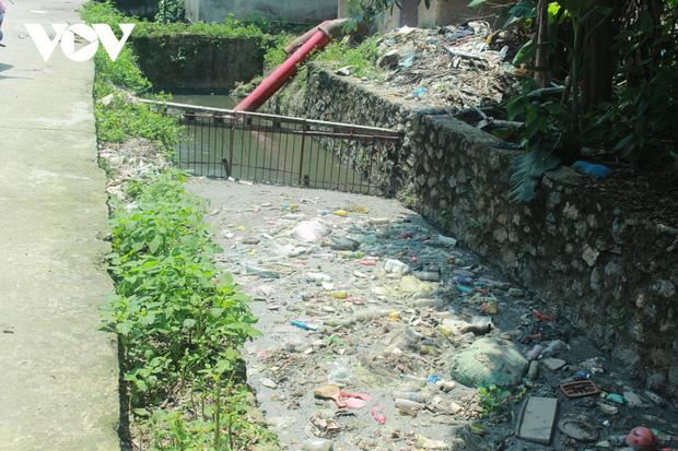 """""""Ngạt thở"""" vì ô nhiễm ở làng tái chế nhựa phế thải lớn nhất Hà Nội - Ảnh 8."""