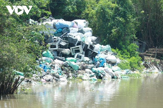 """""""Ngạt thở"""" vì ô nhiễm ở làng tái chế nhựa phế thải lớn nhất Hà Nội - Ảnh 9."""