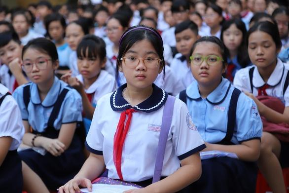 Hà Nội dừng tuyển sinh hệ song bằng lớp 6: Loạt vấn đề đặt ra khiến những phụ huynh có con đang theo học đứng ngồi không yên - Ảnh 2.