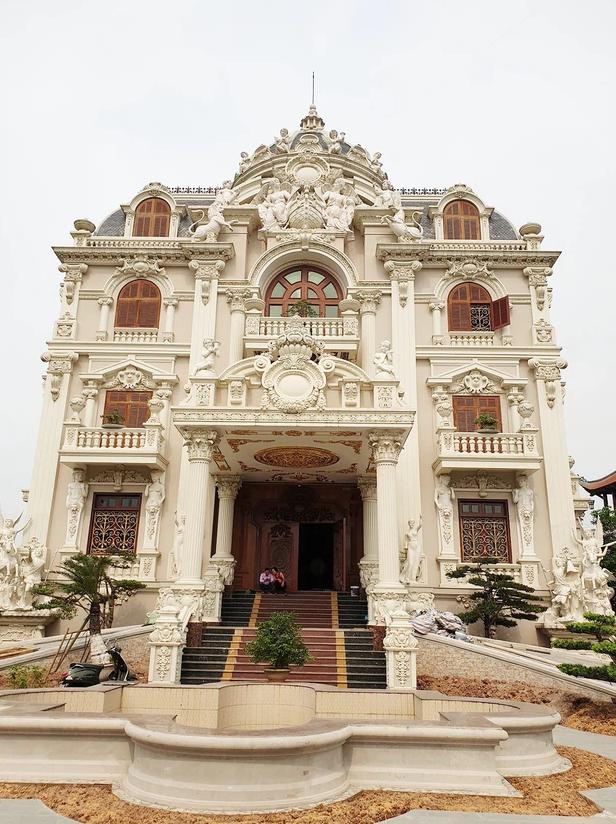 Lâu đài đồ sộ theo phong cách Tây của đại gia Việt: Đẳng cấp giàu có hay trưởng giả học làm sang? - Ảnh 12.