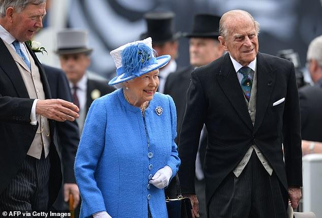 Harry gây bức xúc khi để lộ lý do khiến anh vội vã về Mỹ, bỏ lại Nữ hoàng Anh trong ngày sinh nhật cô đơn nhất  - Ảnh 2.