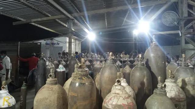 Người hùng Covid-19 ở Ấn Độ: Dừng kinh doanh cả nhà máy, bán oxy với giá 1 Rupee/bình cho dân dù giá trên chợ đen gấp 30.000 lần - Ảnh 1.