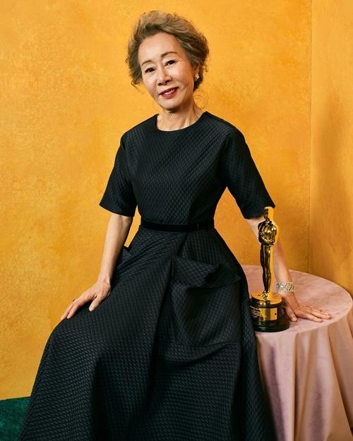 Bài phát biểu chấn động của sao Hàn 74 tuổi làm nên lịch sử ở Oscar: Khiến cả dàn sao Hollywood vừa ồ lên cười vừa vỗ tay thán phục - Ảnh 3.