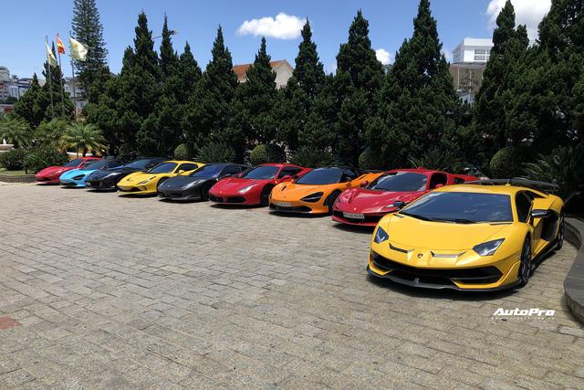 Dàn siêu xe trăm tỷ sặc sỡ hội ngộ tại Đà Lạt, Ferrari F8 Tributo của nữ đại gia trẻ mới sắm cũng góp mặt - Ảnh 1.